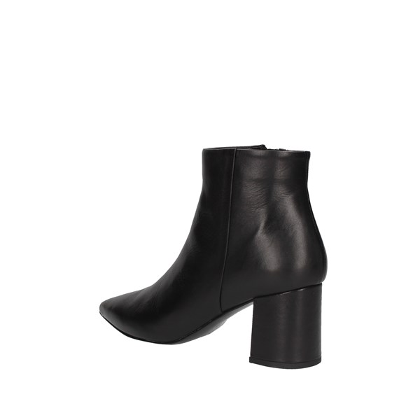 Luciano Barachini Ankle boots Black