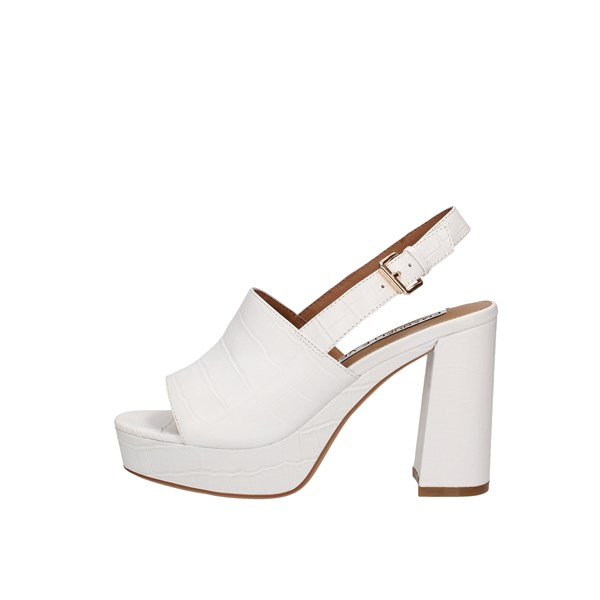 Emanuélle Vee With heel white