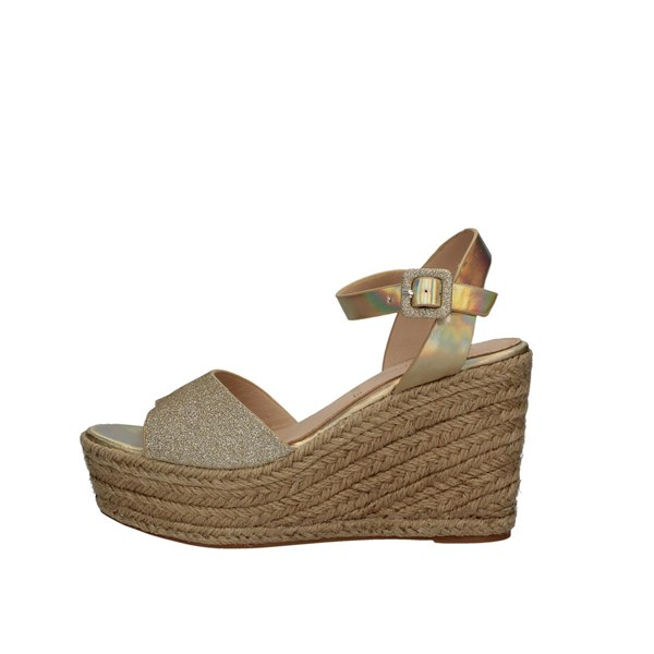 Saralopez  With wedge Gold